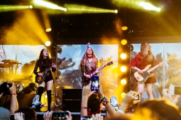 HAIM at Which Stage on Saturday night